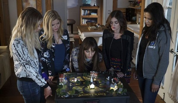 Pretty Little Liars - These Boots Were Made for Stalking TV review