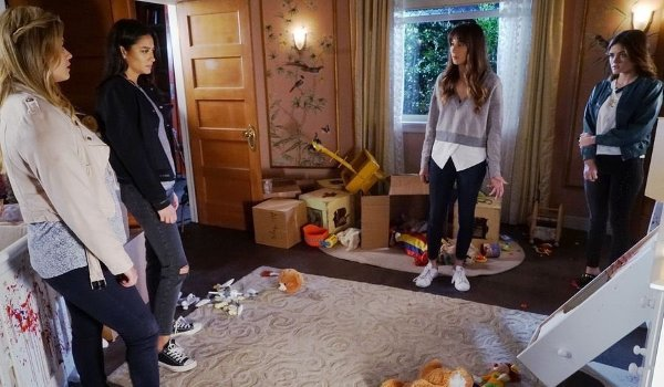 Pretty Little Liars - The Glove That Rocks the Cradle television review