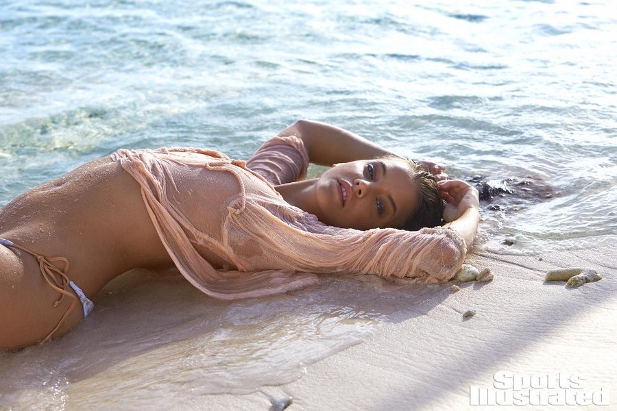 Sports Illustrated 2017 Swimsuit Model - Barbara Palvin
