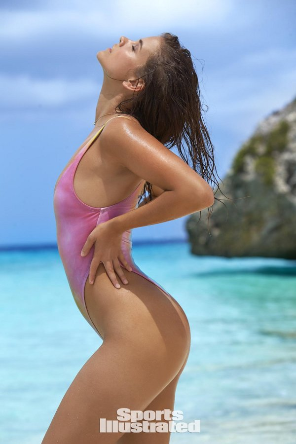 Sports Illustrated 2017 Swimsuit Model - Barbara Palvin