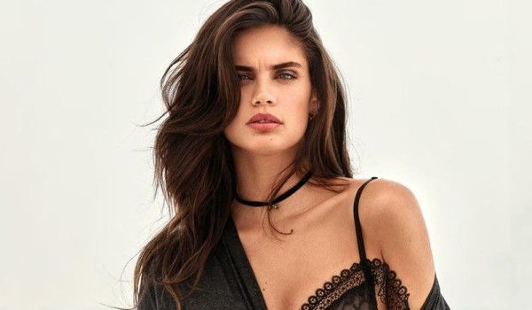 Sara Sampaio - Elle China (October 2017)