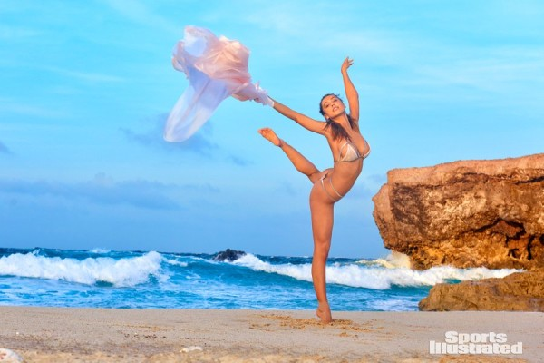 Sports Illustrated 2018 Swimsuit Model Alexis Ren