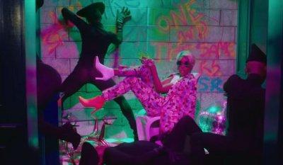 Janelle Monáe – Make Me Feel music video