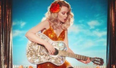Kylie Minogue – Dancing music video