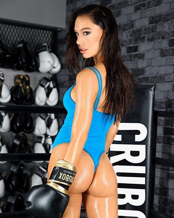 Alexis Ren is a Knockout