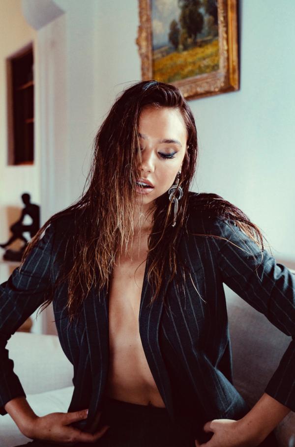 Alexis Ren - Modeliste (August 2019)